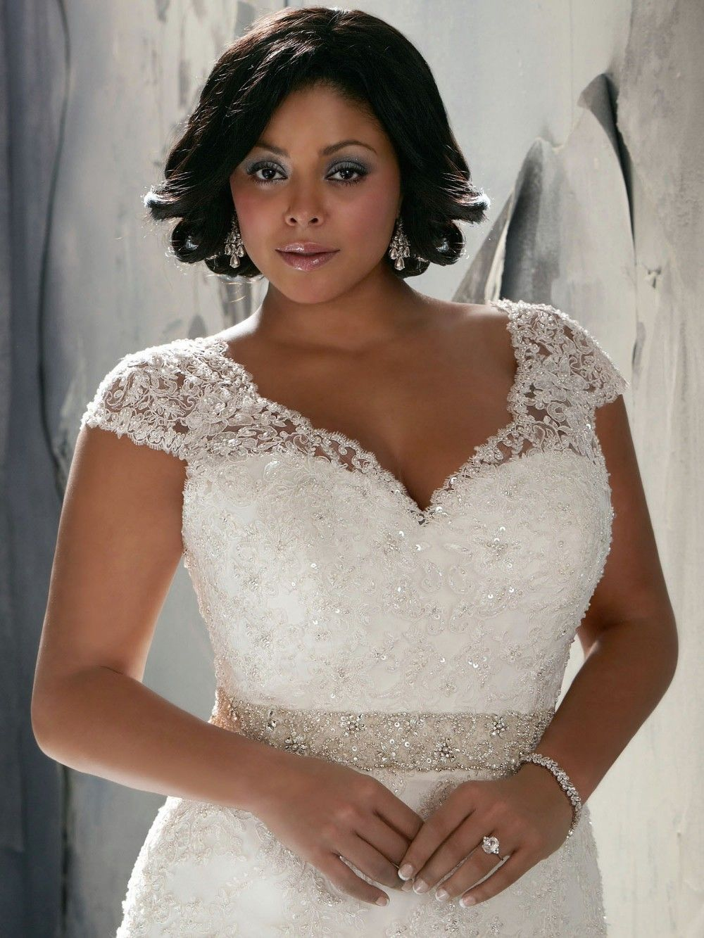 Apple Shaped wedding gown fat bride